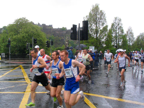 The Edinburgh Marathon 07 started from Prince Street
